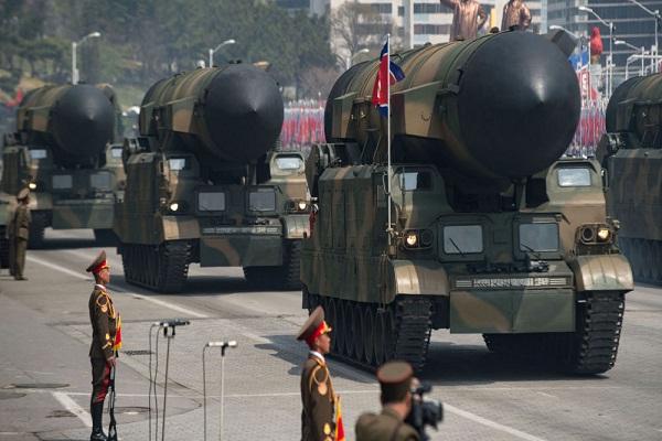 رؤس نووية خلال استعراض عسكري في كوريا الشمالية