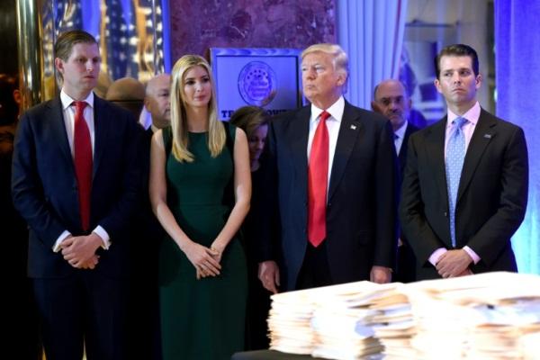 الرئيس الأميركي دونالد ترمب وأولاده