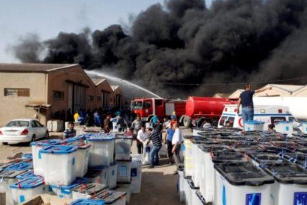 حريق أحد صناديق الاقتراع في بغداد