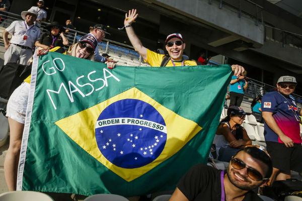 جماهير برازيلية تودع السائق فيليبي ماسا