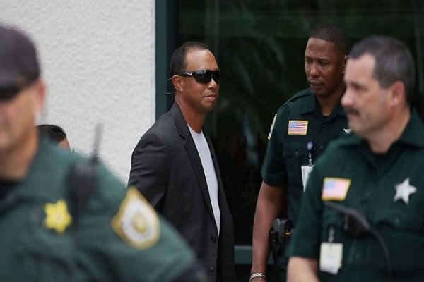 تايغر وودز يقر أمام المحكمة بالقيادة المتهورة