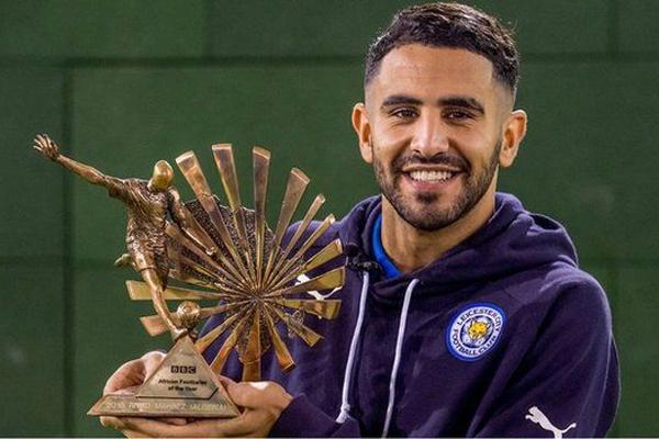 اللاعب الجزائري رياض محرز المتوج بجائزة أفضل لاعب أفريقي من بي بي سي عام 2016