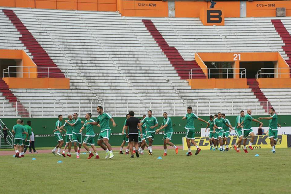 من تداريب المنتخب المغربي (أمس) على أرضية ملعب مباراة كوت ديفوار