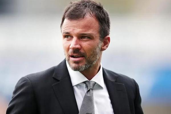 قدم الانكليزي انتوني هادسون مدرب منتخب نيوزيلندا استقالته من منصبه بعد أيام من فشل التأهل الى نهائيات كأس العالم
