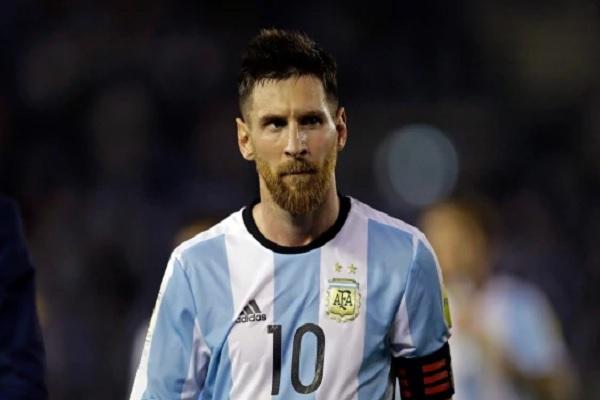 اللاعب الدولي الأرجنتيني ليونيل ميسي