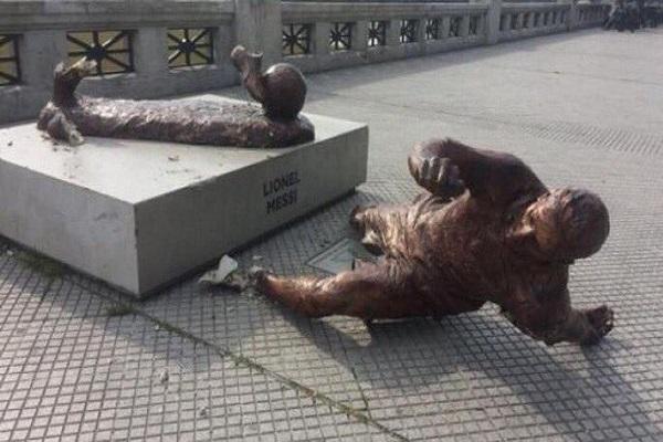 تحطيم تمثال ميسي مرة أخرى