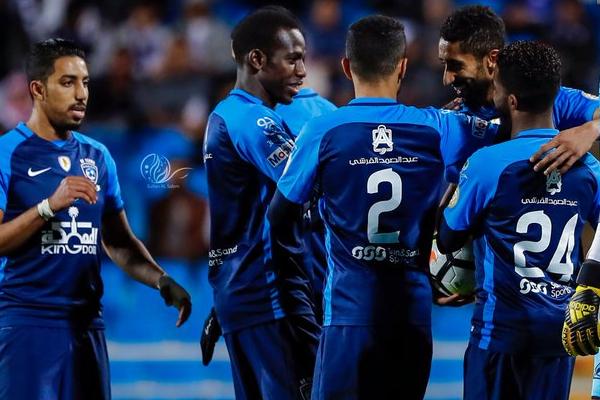 يأمل فريق الهلال الابتعاد بصدارة الدوري السعودي لكرة القدم وتتويج نفسه بطلاً للشتاء