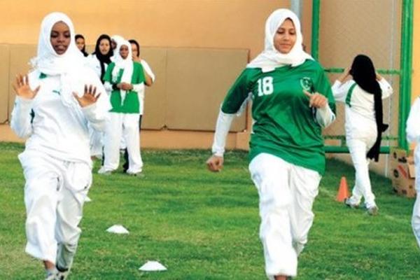 رحبت منظمة هيومن رايتش ووتش الخميس بقرار لوزارة التعليم السعودية السماح للطالبات بممارسة الرياضة