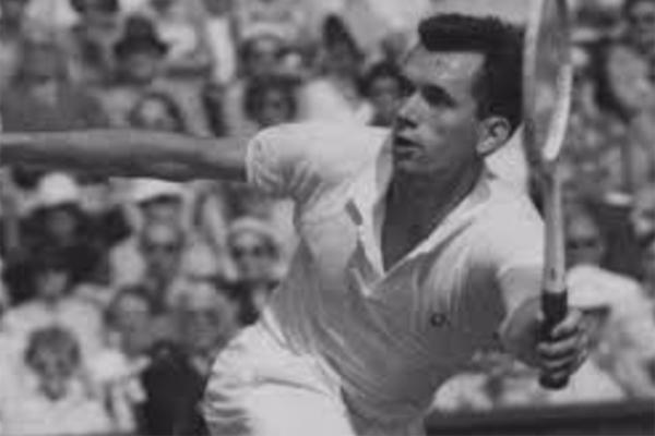 أعلن الاتحاد الاسترالي لكرة المضرب ان بطله مرفين روز توفي عن سن 87 عاما