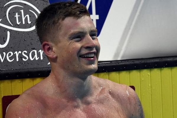 حطم السباح البريطاني آدم بيتي الرقم القياسي العالمي في سباق 50 م صدرا