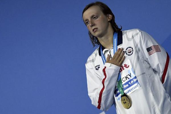 احتفظت السباحة الأميركية الشابة كايتي ليديكي بذهبية سباق 1500 م حرة للمرة الثالثة على التوالي