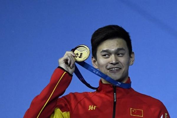 احرز السباح الصيني سون يانغ ذهبية سباق 200 م حرة ضمن منافسات السباحة