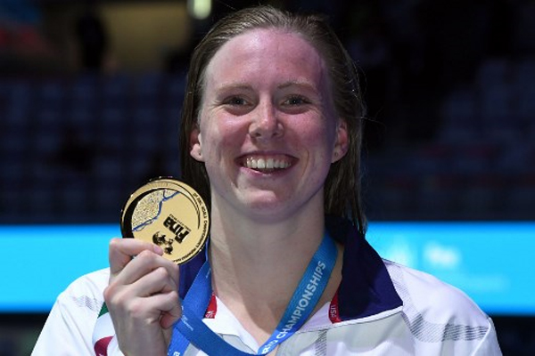 احرزت السباحة الاميركية ليلي كينغ ذهبية سباق 100 م صدرا مع رقم قياس