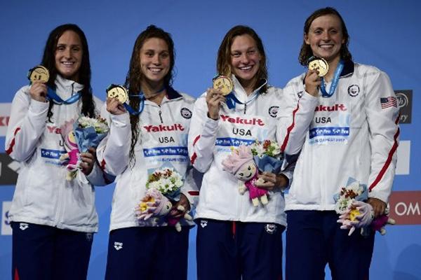 احرز منتخب سيدات الولايات المتحدة بقيادة النجمة كايتي ليديكي ذهبية سباق التتابع 4×200 م حرة
