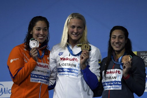 أحرزت السويدية سارة سيوستروم ذهبية سباق 50 م فراشة بينما نالت السباحة المصرية فريدة عثمان البرونزية