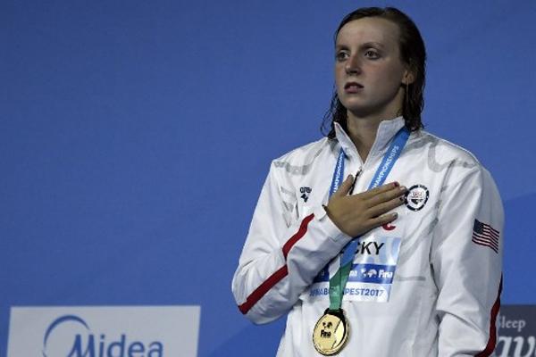 احتفظت الاميركية كايتي ليديكي بلقبها العالمي في سباق 800 م حرة بإحرازها ذهبية هذا السباق