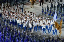 الوفد المشترك بين كوريا الجنوبية والشمالية لدى دخوله خلف العلم الموحد في حفل الافتتاح