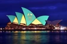 دار الأوبرا في مدينة سيدني مضاءة بألوان الفريق الممثل للبلاد في دورة الألعاب الأولمبية