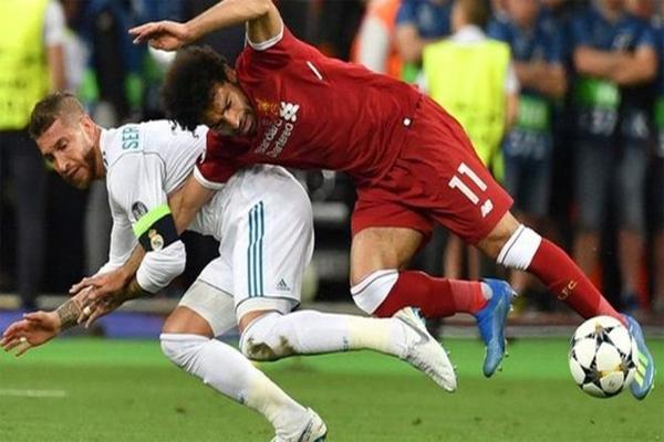 أصيب صلاح وخرج من الملعب بعد مرور 30 دقيقة من المباراة النهائية لدوري أبطال أوروبا