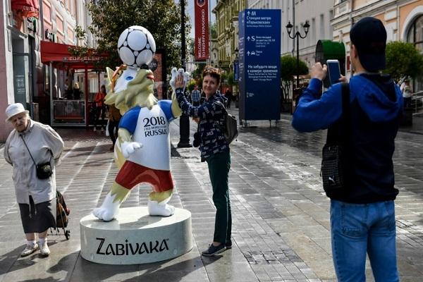 مجسم زابيفاكا شعار كأس العالم 2018 في روسيا في 13 حزيران/يونيو 2018 في نيزني، في نوفغورود