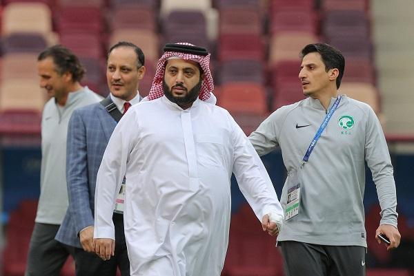 تركي آل الشيخ يشن هجومًا حادًا على لاعبي المنتخب السعودي