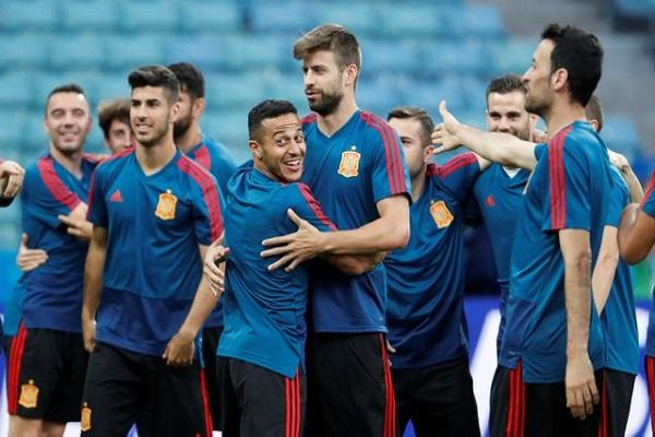 إسبانيا تواجه البرتغال دون