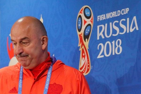 مدرب روسيا يتجاهل الانتقادات عشية الافتتاح