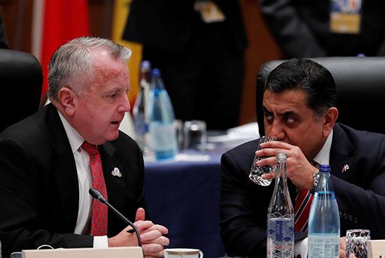 نائب وزير الخارجية الأميركي مع وزير الدولة البريطاني