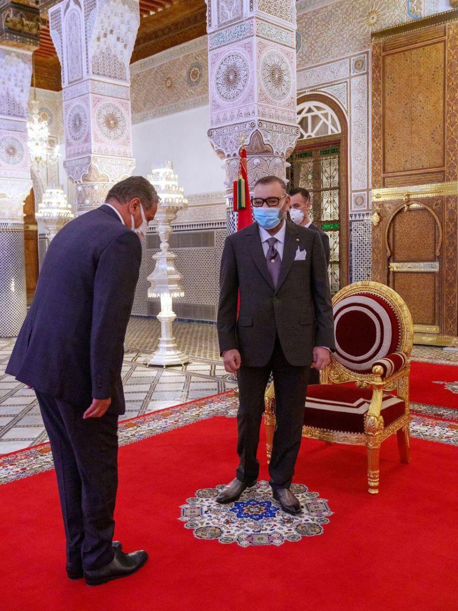 الملك محمد السادس لدى استقباله عزيز اخنوش