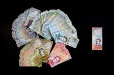 بدء تداول الأوراق النقدية الجديدة في فنزويلا