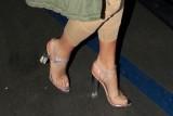 أطباء يحذرون من مخاطر الأحذية الشفافة التي تروج لها النجمات