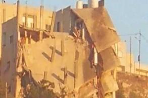 المبنى الذي تهدم خلال المواجهة الأمنية في السلط