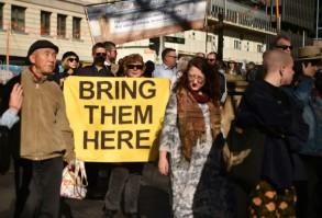 متظاهرون يطالبون بمعاملة افضل لطالبي اللجوء واللاجئين في سيدني في 21 يوليو 2018