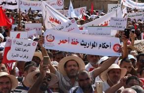 اسلاميون تونسيون يتظاهرون ضد تقرير لجنة الحريات التي اقترحت المساواة في الميراث