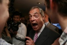 بريطانيا...رائد دعاة بريكست يعود إلى الحياة السياسية