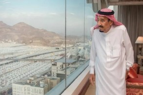 العاهل السعودي الملك سلمان بن عبد العزيز خلال الإشراف على راحة الحجاج