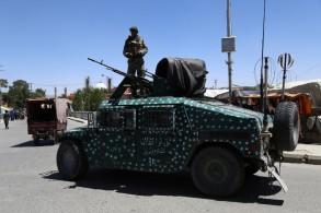 مدرعة تابعة للجيش الأفغاني بعد معارك في غزنة