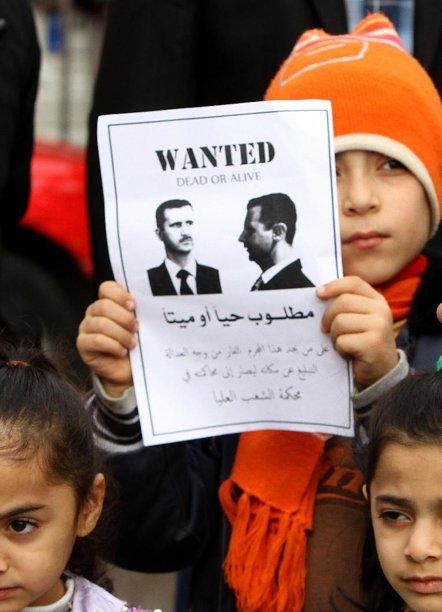 أبناء الأكراد السوريين يتظاهرون أمام مكاتب الجامعة العربية في العاصمة اللبنانية بيروت يوم 25 كانون الأول (ديسمبر) 2011 معا