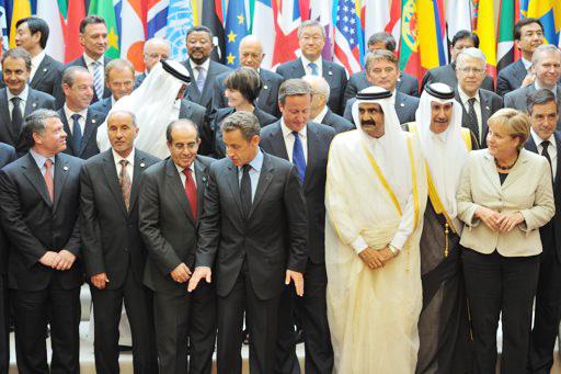 quot;أصدقاء ليبياquot; في صورة جماعيّة خلال اجتماع عقد الخميس في قصر الإليزيه