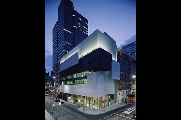 مركز روزنثال للفن المعاصر في مدينة سينسيناتي بأمريكا 2003