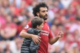 طفل إنكليزي يقتحم الملعب لمعانقة محمد صلاح