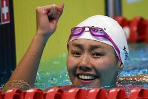 السباحة الصينية ليو شانغ تحطم الرقم العالمي لسباق 50م ظهرا
