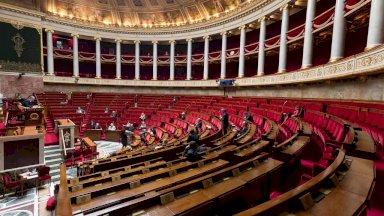 فرنسا تصوت على تمديد الطوارئ الصحية إلى منتصف فبراير