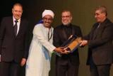 الممثل المصري شريف منير يستلم تكريمه