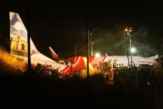 الطائرة تحطمت أثناء الهبوط في مطار كاليكوت في ولاية كيرالا