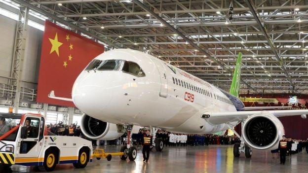الطائرة الصينية تمثل تحديا لشركتي بوينغ وإيرباص.