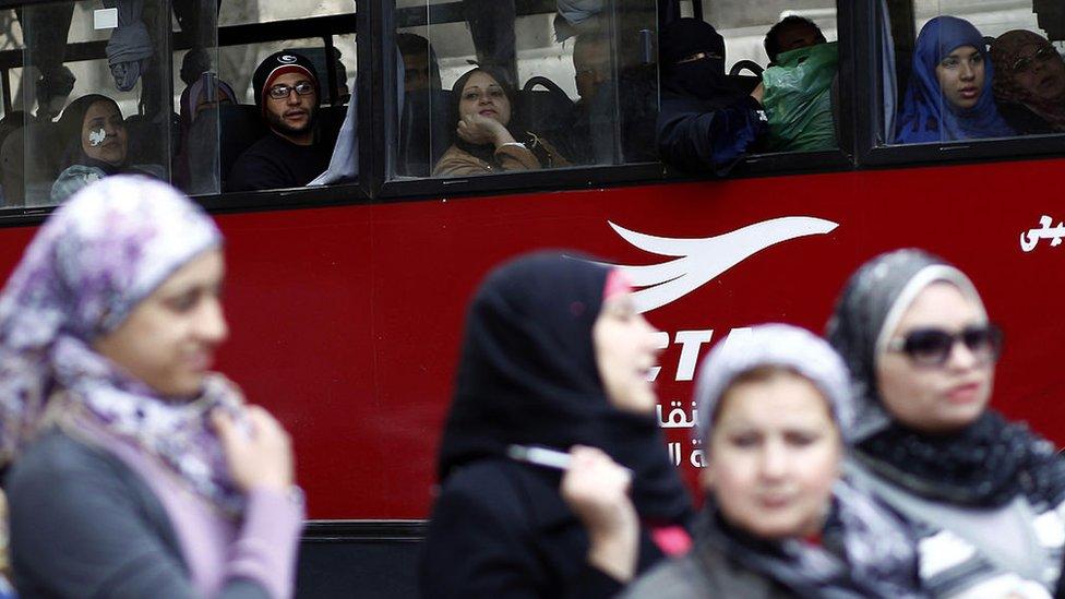 هيئة النقل العام بالقاهرة تقول إن الزيادة في أسعار النقل العام تأتى بهدف تحسين خدمة النقل العام وتقديم خدمة منتظمة وميسرة
