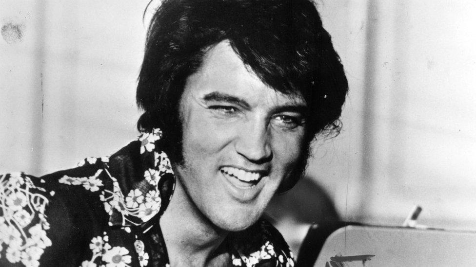 توفي الفيس بريسلي عام 1977 عن عمر ناهز 42 عاما
