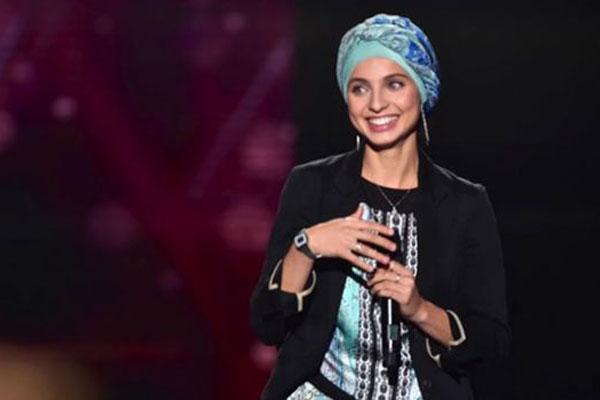 المغنية السورية الأصل منال ابتسام
