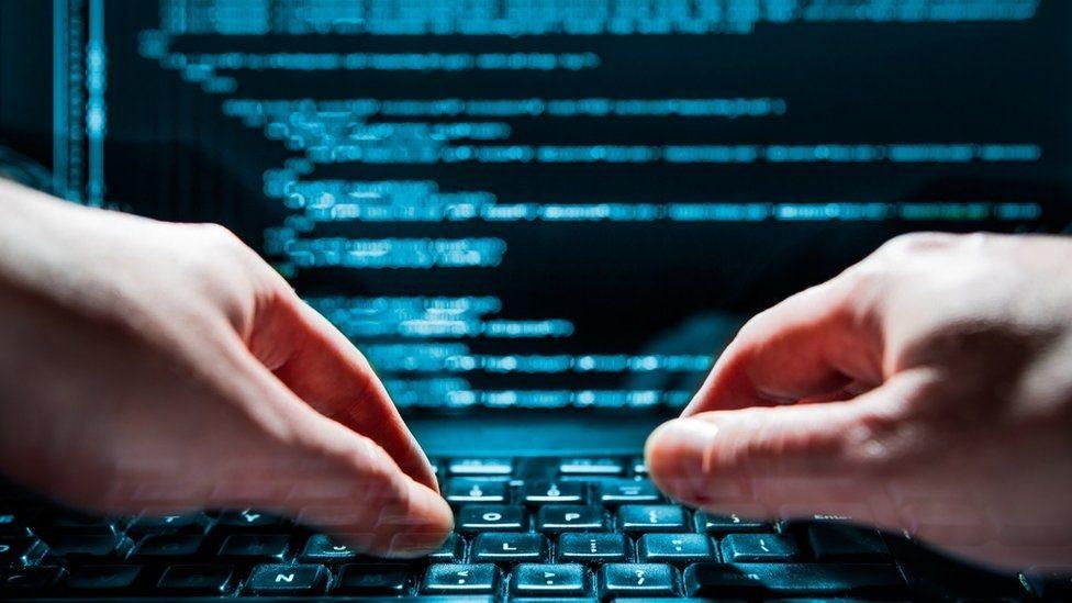هناك شكوك في أن تكون الحكومة الصينية متورطة في أنشطة قرصنة إلكترونية، وهو ما نفته بكين أكثر من مرة